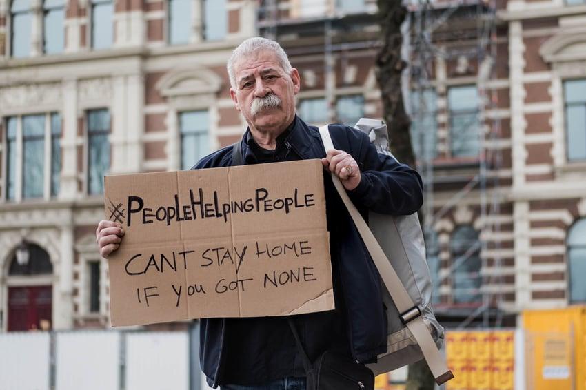 600 pakken uitgedeeld aan daklozen in Nederland