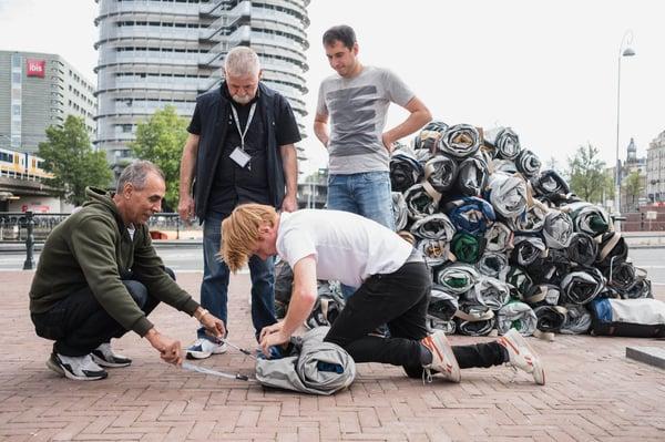 200 Shelterbags uitgedeeld aan De Regenboog Groep | Sheltersuit
