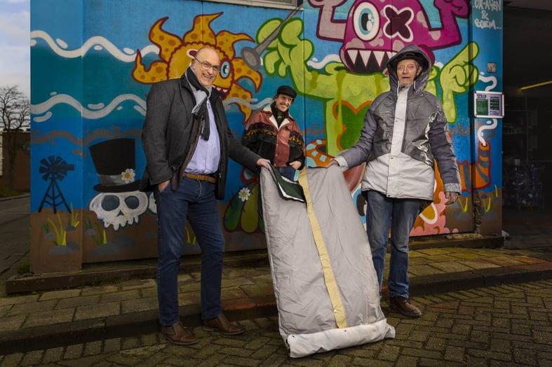 Croonwolter&dros doneert 5 Sheltersuits aan Rotterdamse daklozenopvang