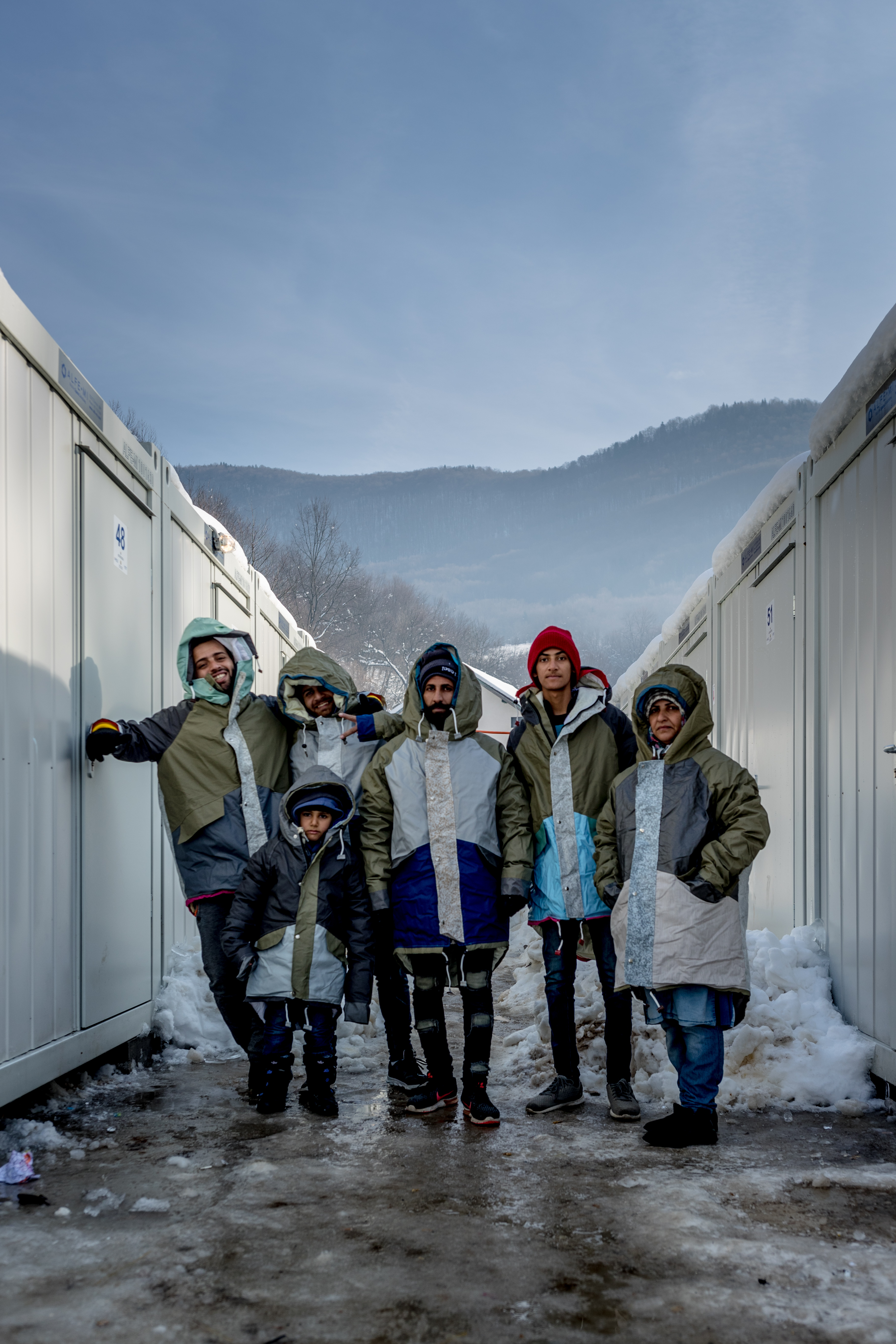 Irakese familie in hun Sheltersuit