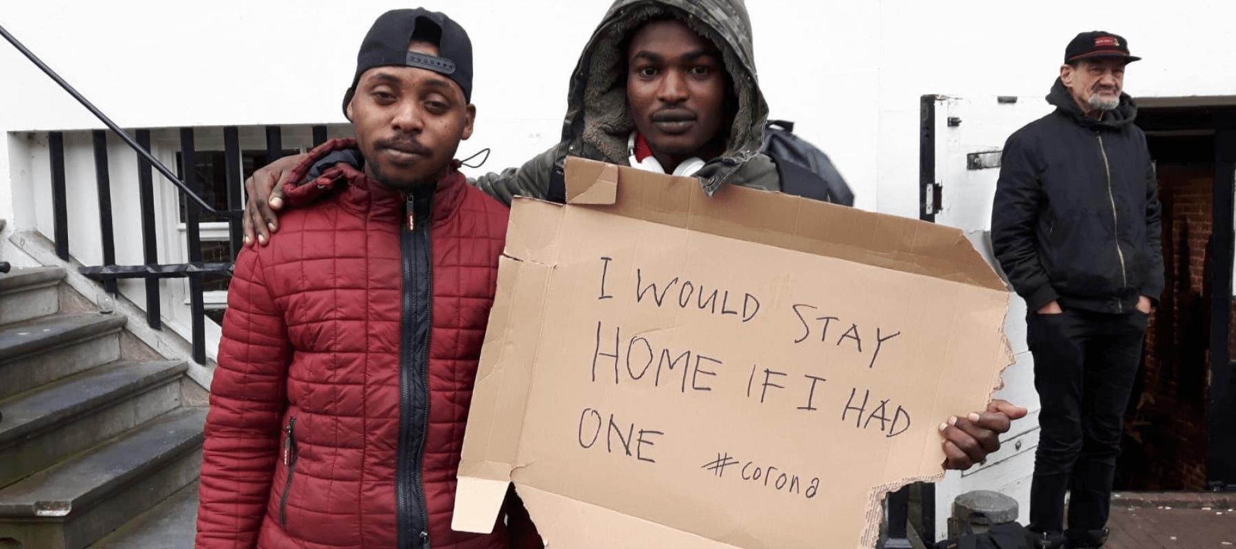Corona-crisis: Sheltersuits voor daklozen en vluchtelingen